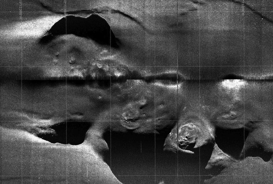 Sidescan-Sonar Aufnahme des Schlammvulkans M. Ivanov. AUV-Team, GEOMAR