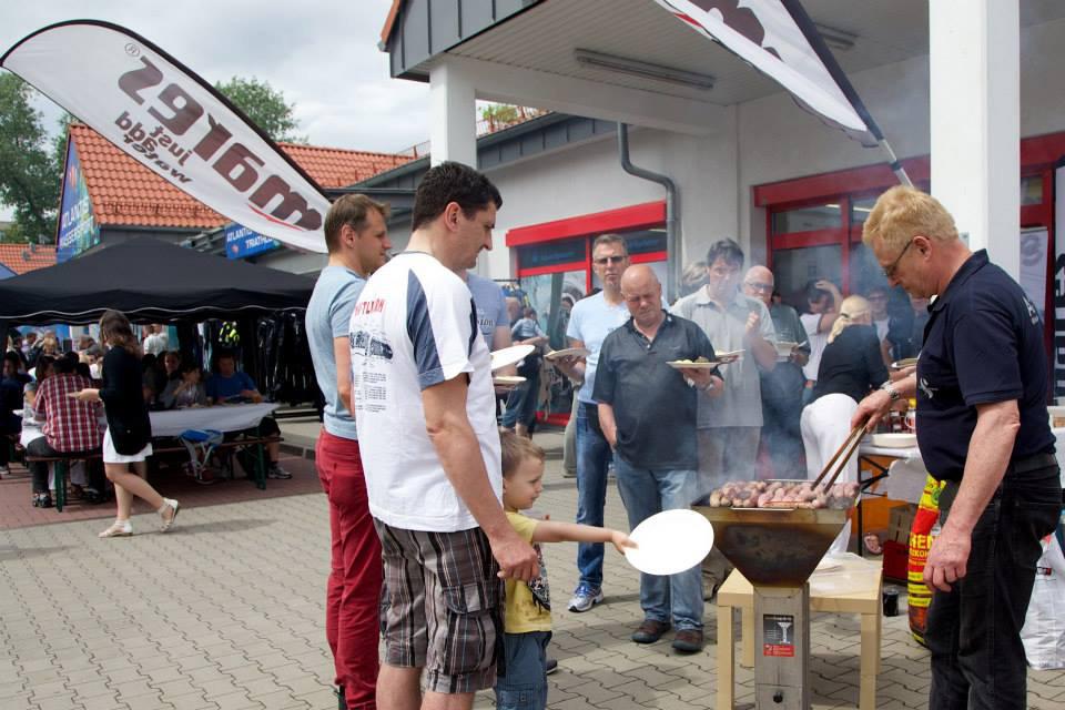 Darf beim Sommerfest von Atlantis Berlin nicht fehlen: Deftiges vom Grill. Foto: Atlantis-Berlin
