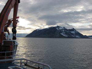 Die Westküste von Spitzbergen. Hier hat ein internationales Forscherteam im Sommer 2012 Methanquellen am Meeresgrund untersucht. Foto: Helge Niemann, Uni Basel