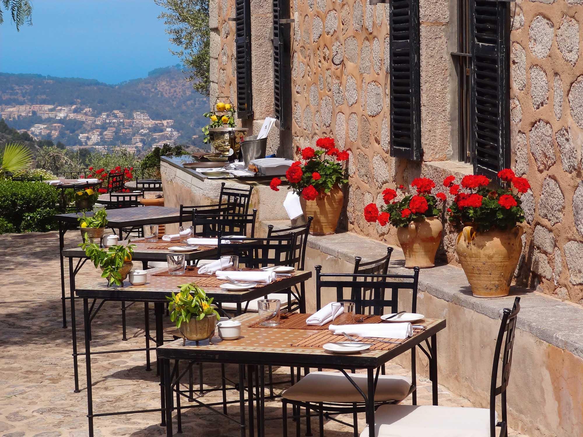 Restaurant mit Ausblick. Foto: Xacorc
