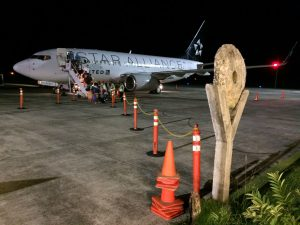 Die kleine Maschine der Star-Alliance-Flotte brachte die Teilnehmer nach Yap. (Foto: F. Schneider)