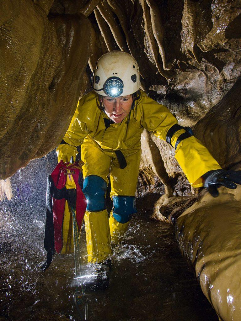 Die Höhlenforscherin Jolanda Spronck kennt keine Angst, nur Neugierde. Seit 2011 erforscht sie die Pozo-Azul-Höhle. Eine Frau mit Abenteuer im Blut.