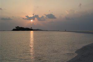 Den Sonnenuntergang von der Sandzunge aus beobachten (Foto: J. Jaerisch)