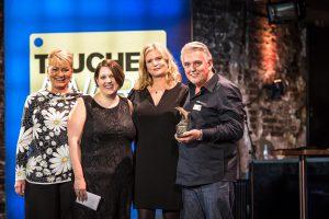 Verlegerin Alexandra Jahr, Johanna Ricker (Laudatorin), Maike Grützediek (Chefredakteurin) und Gerhard Wegner, der den Ehren-Award erhielt (von links). Foto: Stefan von Stengel