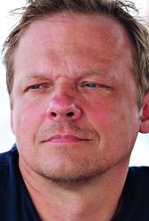 Dr. Ralf Sonntag ist Meeresbiologe und leitete von 2003 bis Oktober 2015 das deutsche IFAW Büro.