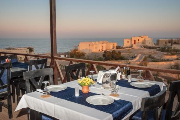 Essen mit Ausblick: Das The Oasis Marsa Alam hat ein ausgezeichnetes Restaurant. Foto: Werner Lau