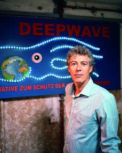 Dr. Rer. Nat. Onno Gross, erster Vorsitzender von Deepwave, einer initiative zum Schutz der Hoch- und Tiefsee, vor dem Eingang seines Bueros, am 02. Juni 2008 in Hamburg.