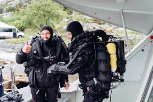 Gratis für jeden: ein Rebreather-Schnuppertauchgang mit Poseidon Instruktor Peter Andersson (rechts) Foto: Julian Jankowski