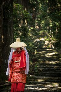 Die historischen Kostüme aus der Heian-Zeit kann man stundenweise ausleihen. Foto: Visit Wakayama
