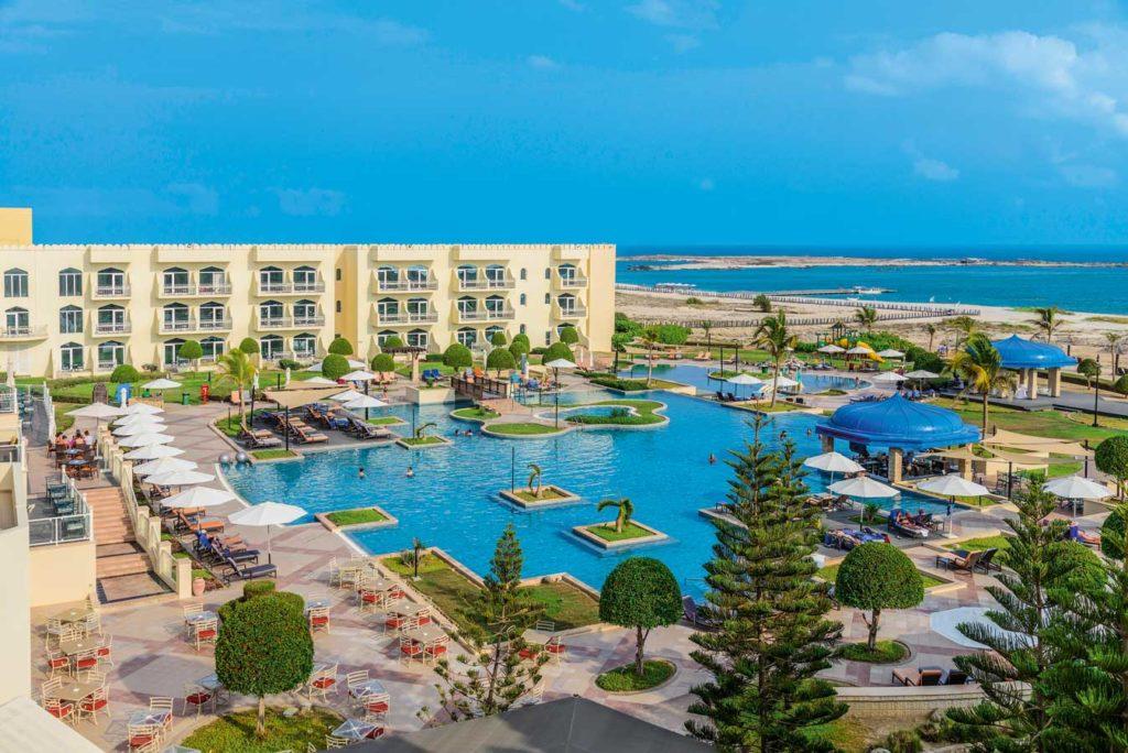 Das Karaiba Mirbat Resort ist das einzige Hotel in der Gegend. Auf dem Hotelgelände befindet sich auch die Extra-Divers-Tauchbasis. Foto: W. Pölzer