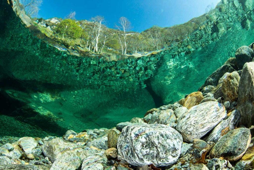 Mit ihrem glasklaren Wasser ist ein Tauchgang in der Maggia ein unvergessliches Erlebnis. Foto: F. Banfi