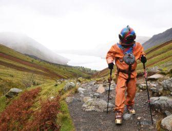 Für guten Zweck: Mann besteigt Berg in 60kg Tauchanzug