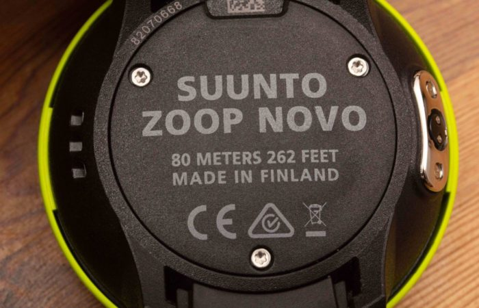 Etwas verwunderlich: Suunto verzichtet darauf, dass Benutzer die Batterie selber wechseln können. Kein anderer Hersteller leistet sich den Verzicht auf dieses Verkaufsargument. Damit unterstützt Suunto den Fachhandel (gut), aber nicht den Konsumenten (schlecht).