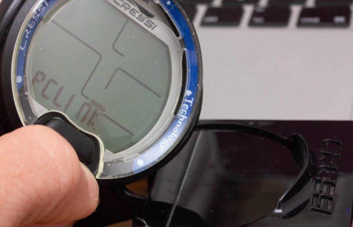 """Sobald man im Menü des Leonardos in den PC-Link-Modus schaltet, kann das Gerät auf das Interface plaziert werden. Jetzt muss man nur noch im Programm auf """"verbinden"""" klicken und schon ist die Konnektion geschaffen."""
