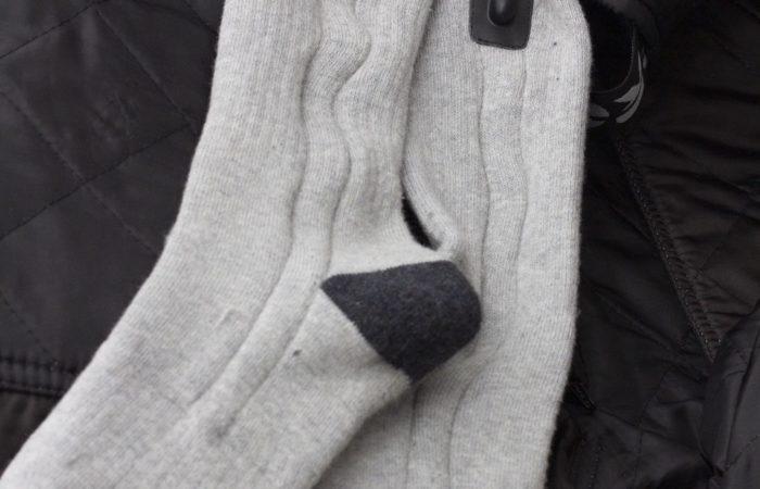 Die beheizten Socken sind ebenfalls sehr warm. Selbst ohne zusätzliche Socken darunter hielten sie dem Härtetest eines Tauchgangs von einer Stunde bei 4°C stand.