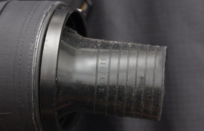 An den Handgelenken sind Silikonmanschetten verarbeitet. Sie sind hochwertig, langlebig und dichten sehr gut.