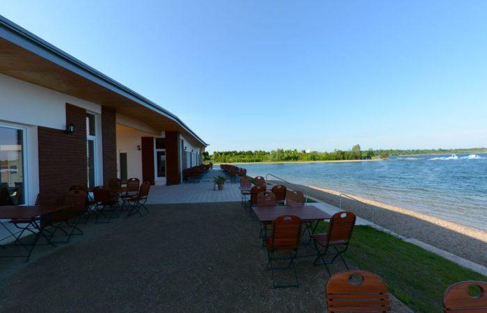 Sundowner: Den Sonnenuntergang kann man wunderbar im Strandrestaurant »Levante« zelebrieren.