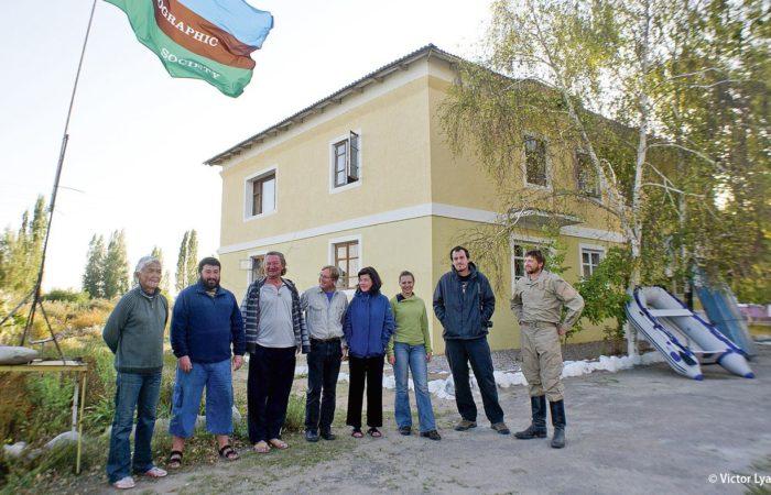 Das Team: Vereint unter der Flagge der National Geographic Society arbeiteten Forscher aus vier Nationen – Amerikaner, Kirgisen, Russen und Ukrainer.