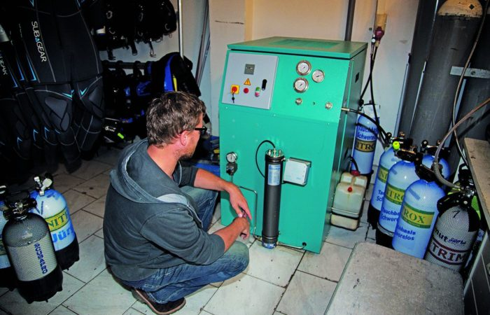 Luft-Check – selbstgemacht … Maßnahmen … Hat man Zweifel an der Qualität der Füllanlage, so sollte man auf einen Blick hinter die Kulissen bestehen.