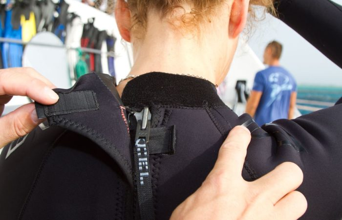 Der Nackenklett: soll nicht am Hals kratzen.
