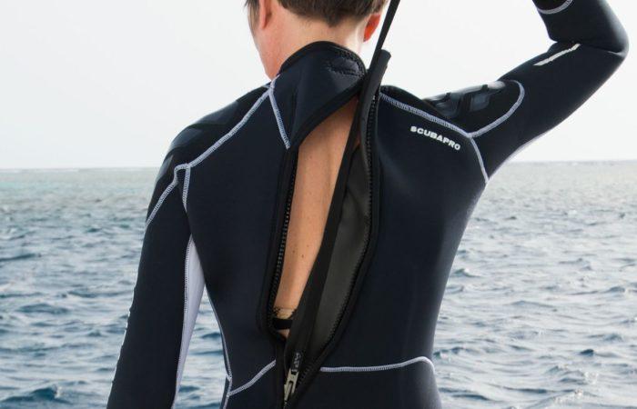 Der Rückenzipp: bei neuen Anzügen in der Regel gut selbst zu schließen.